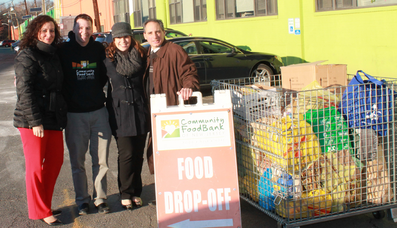 Spencer Savings Bank donates over 1000 pounds of food during 8th annual thanksgiving food drive